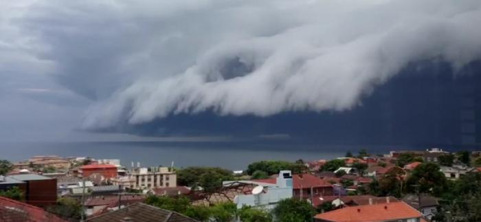 "Fenomen meteo inedit: ""Nori tsunami"" în Australia - VIDEO"